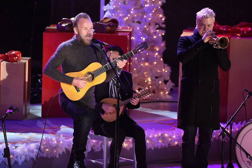 Sting durante la cerimonia di accensione dell'albero di Natale a Rockfeller Center (Getty Images)