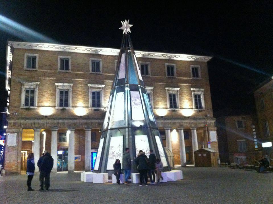 Foto da 'Comitato Pro Albero di Natale Urbino' /Facebook