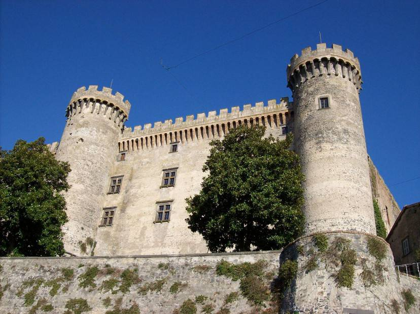 Castello Orsini-Odescalchi di Bracciano (Di Blackcat. CC BY-SA 3.0 via Commons)