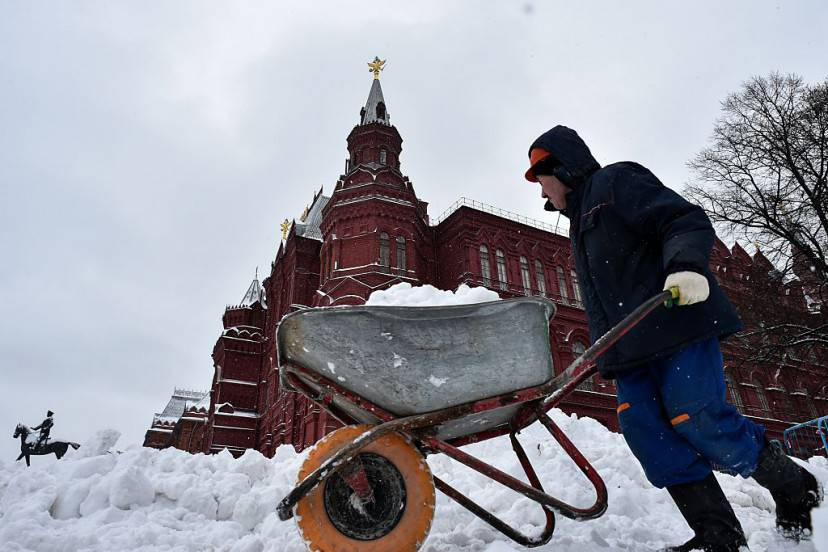 Mosca, neve sulla Piazza Rossa (KIRILL KUDRYAVTSEV/AFP/Getty Images)