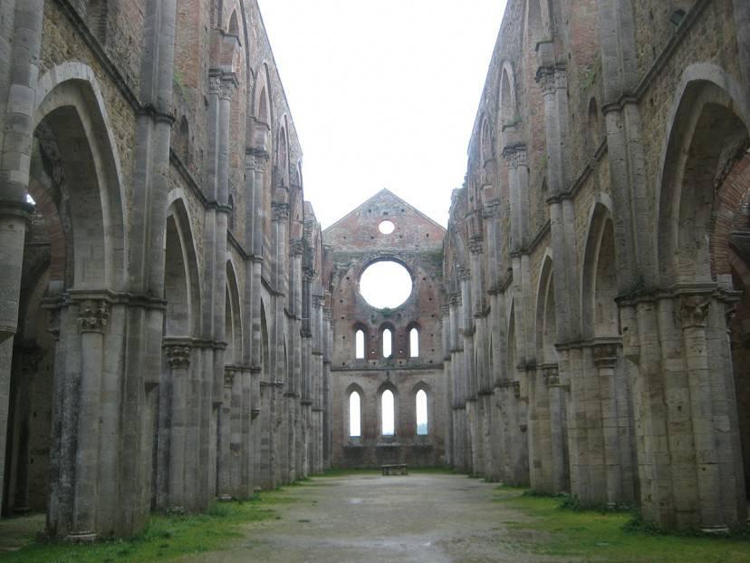 Abbazia di San Galgano (Foto di Cops62. Licenza CC BY-SA 3.0 via Wikimedia Commons)