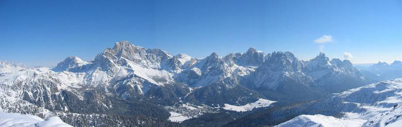 San Martino di Castrozza e le Pale (Foto di Karl southernpeople@gmail.com. CC BY 2.0 via Wikimedia Commons)