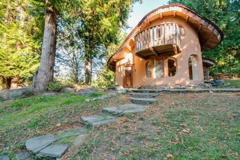 Unique Cob Cottage (Airbnb)