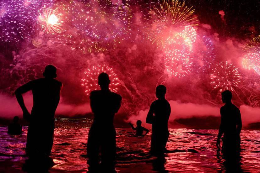 Capodanno 2016 a Copacabana, Rio De Janeiro (YASUYOSHI CHIBA/AFP/Getty Images)