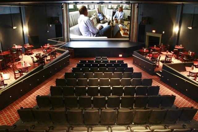 Il Bijou Theater, un cinema-ristorante negli States