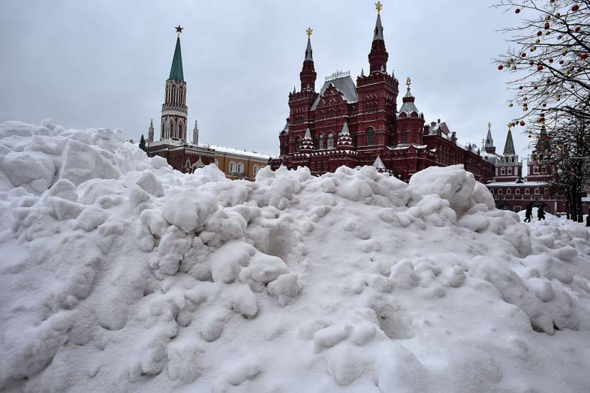 Neve sulla Piazza Rossa a Mosca (KIRILL KUDRYAVTSEV/AFP/Getty Images)