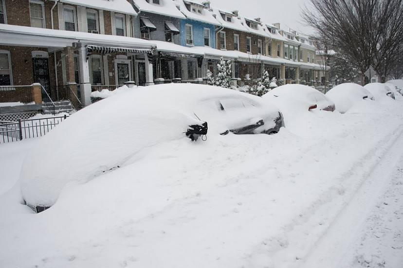 Auto sepolte dalla neve a Washington (NICHOLAS KAMM/AFP/Getty Images)