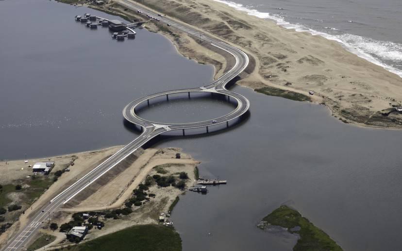 Ponte sulla Laguna Garzón, Uruguay (Foto di Jimmy Baikovicius. CC BY-SA 2.0)