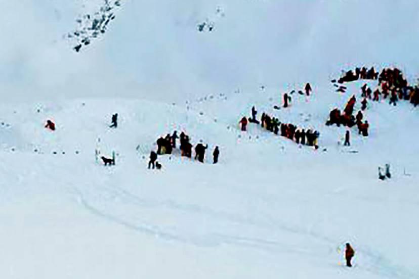 Valanga a Les Deux Alpes (STRINGER/AFP/Getty Images)