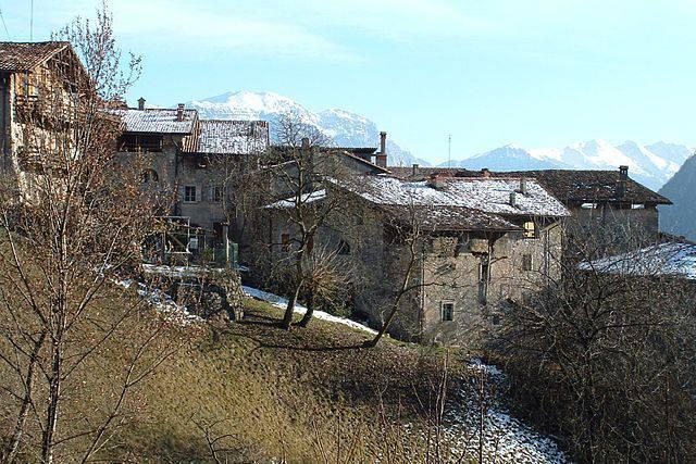 Canale di Tenno con la neve (Foto Wikipedia, pubblico dominio)