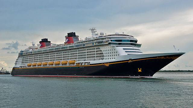 Disney Fantasy (Chris Gent. CC BY-SA 2.0. Wikipedia)