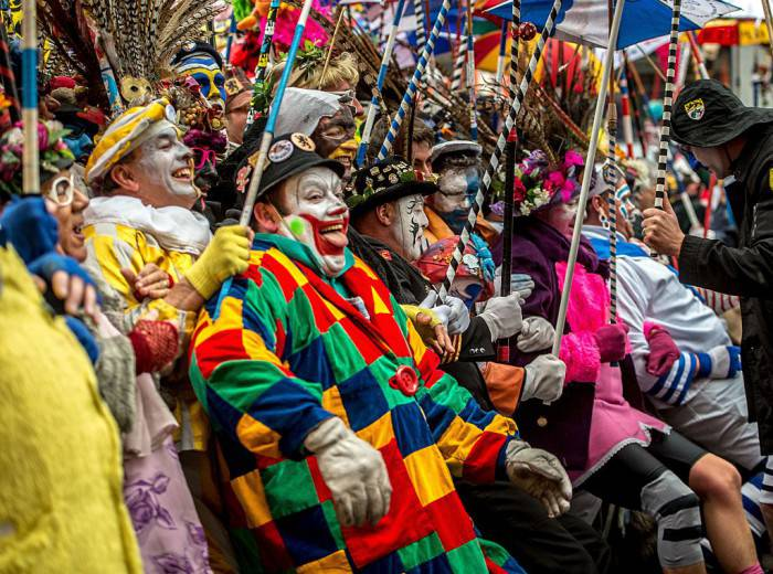 Maschere al Carnevale di Dunkerque, in Francia (PHILIPPE HUGUEN/AFP/Getty Images)