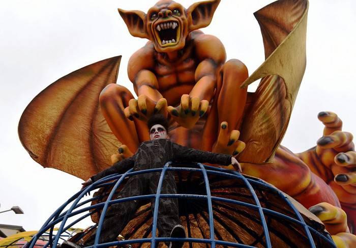 Carri al Carnevale di Viareggio 2016 (CLAUDIO GIOVANNINI/AFP/Getty Images)