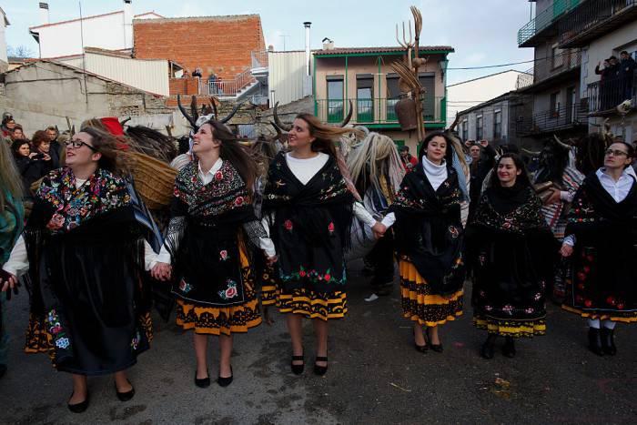 Danze popolari al Carnevale di Navalosa, Spagna (Pablo Blazquez Dominguez/Getty Images)