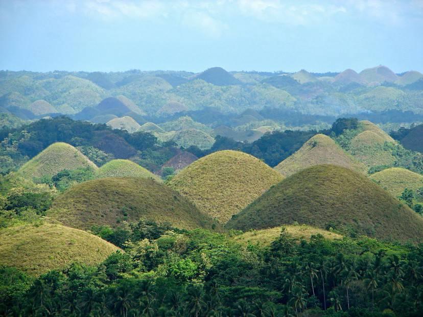 Colline di cioccolato a Bohol, Filippine (Di P199. CC BY-SA 3.0,Wikipedia)