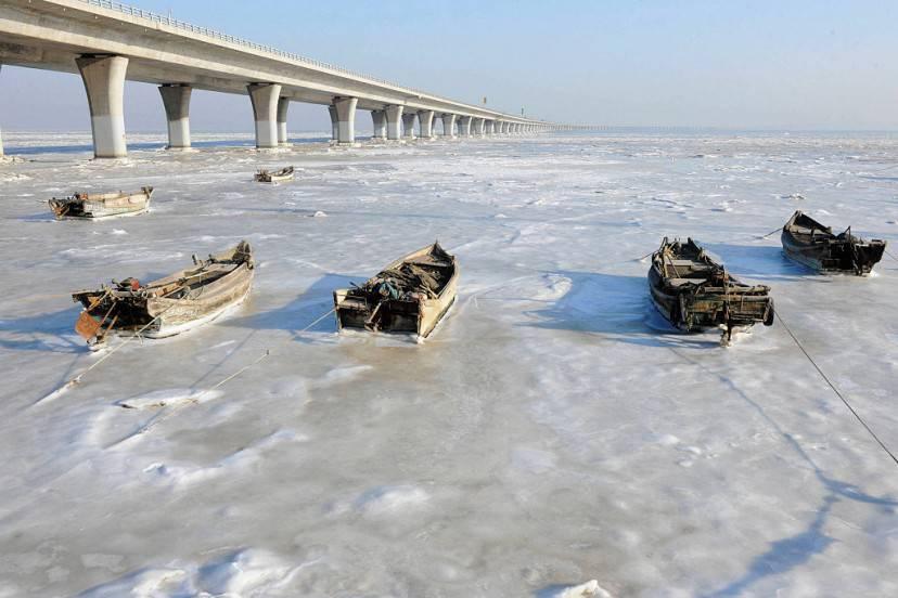 Il mare ghiacciato a Qingdao, Cina (STR/AFP/Getty Images)