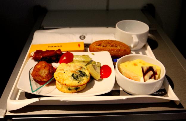 Lufthansa (Flickr: mlinksva)