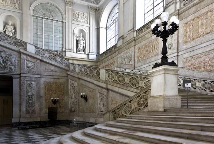 Lo Scalone d'onore di Palazzo Reale a Napoli (Thinkstock)