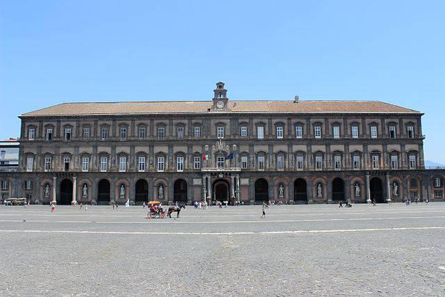 Palazzo Reale di Napoli (Miguel Hermoso Cuesta. CC BY-SA 4.0 via Commons)