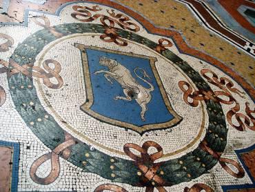 Lo stemma del Toro in Galleria a Milano ( Foto di Giovanni Dall'Orto. Wikipedia)