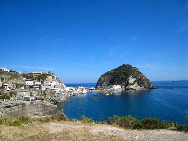 Ischia, Sant'Angelo (Wikipedia, pubblico dominio)