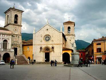Norcia, Piazza San Benedetto (Wikipedia, Pubblico Dominio)