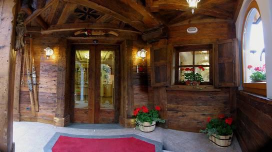 La Grotta Family Hotel, Vigo di Fassa (Sito web)