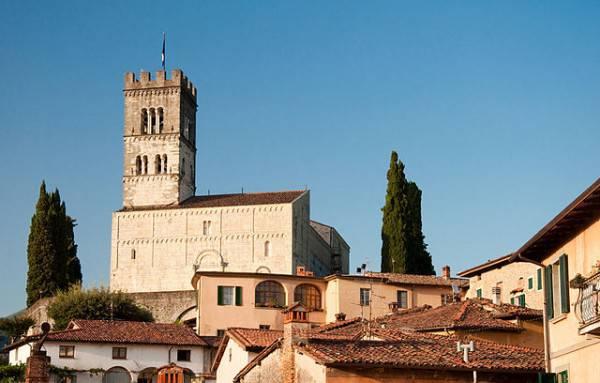 Barga, Duomo (Wikipedia, pubblico dominio)
