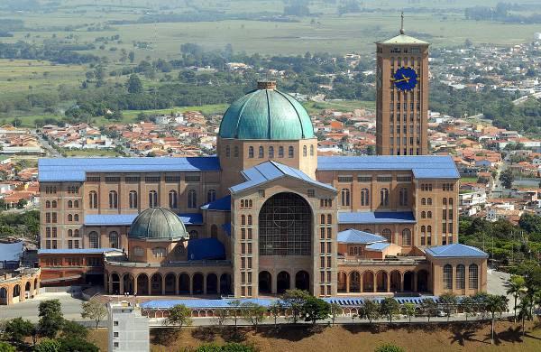 Basilica di Nostra Signora di Aparecida (Di Valter Campanato/ABr - Agência Brasil (ABr/RadioBrás), CC BY 3.0, Wikipedia)