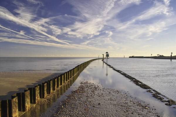 Camber Sands e Rye Harbour (Di dennis smith, CC BY-SA 2.0, Wikicommons)