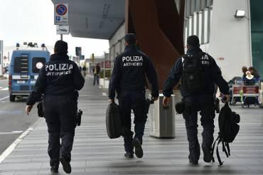 Polizia a Fiumicino (TIZIANA FABI/AFP/Getty Images)