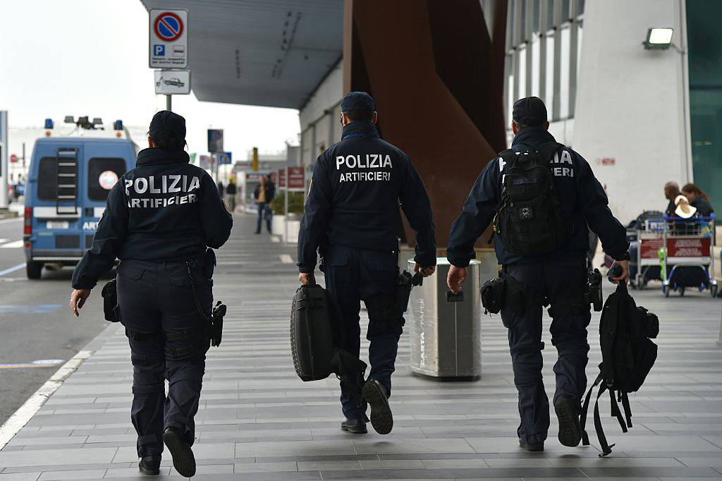 Italian police officers patrol at Rome's Fiumicino aiport on March 22, 2016 as security measures were reinforced in the wake of attacks in Brussels. European countries vowed to defend democracy against terrorism after blasts at Brussels airport and in the EU's institutional heart left at least 26 dead and dozens injured. / AFP / TIZIANA FABI        (Photo credit should read TIZIANA FABI/AFP/Getty Images)