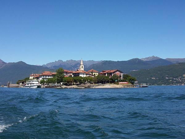 Isola Superiore o Isola dei Pescatori, Lago Maggiore (Civvi~commonswiki CC BY-SA 3.0, Wikipedia)
