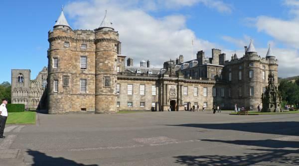 Palace of Holyroodhouse, Edimburgo (Di Oliver-Bonjoch, CC BY-SA 3.0, Wikicommons)