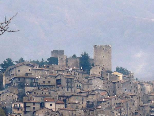 Pereto (Di Pietro, , CC BY-SA 4.0, Wikicommons)