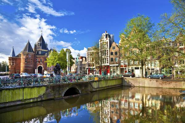 Amsterdam (iStock)