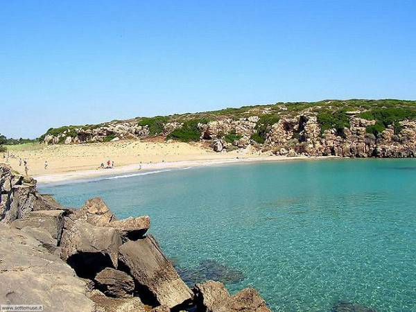 Spiaggia di Calamosche (Di settemuse.it, da Wikipedia)