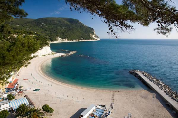 Spiaggia Urbani a Sirolo (www.turismosirolo.it)
