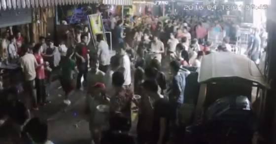 turisti picchiati