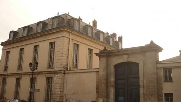 Hôtel du Grand Contrôle a Versailles (Par Dchyp, CC BY-SA 3.0, Wikipedia)
