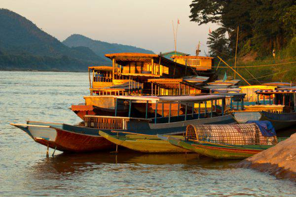 Laos, barche sul fiume Mekong (iStock)
