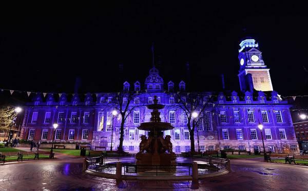 Il municipio di Leicester in blu (Matthew Lewis/Getty Images)