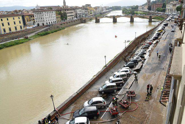 Voragine a Firenze (CLAUDIO GIOVANNINI/AFP/Getty Images)