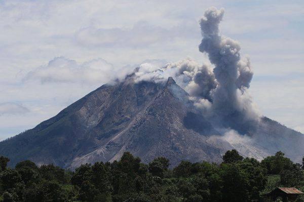 Eruzione del Vulcano Sinabung (ARDIANSYAH PUTRA/AFP/Getty Images)