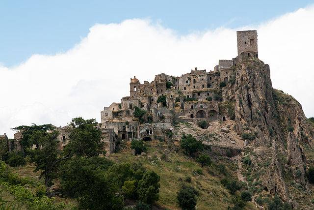 Craco (Martin de Lusenet - www.flickr.com, CC BY 2.0, Wikimedia Commons)