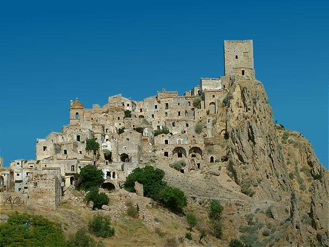 Craco (Idéfix~commonswiki, CC BY-SA 3.0, Wikipedia)