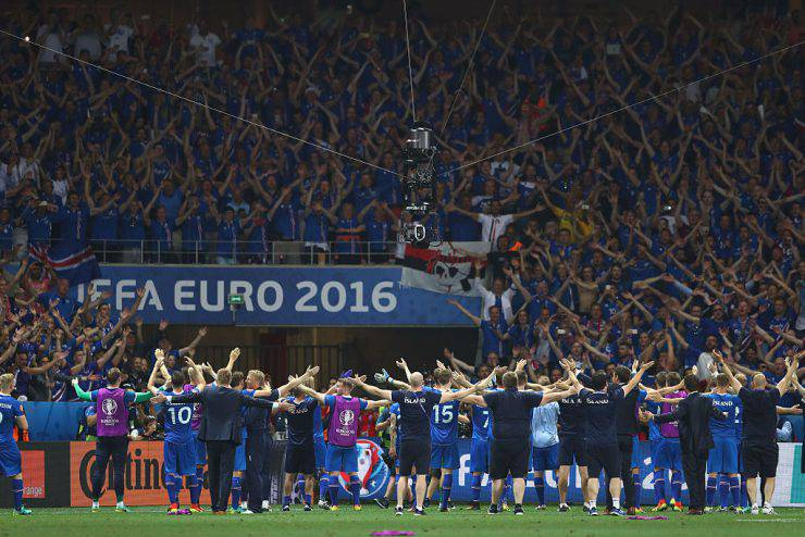 NICE, FRANCE - JUNE 27:  Iceland players celebrate their team's 2-1 win in front of the supporters after the UEFA EURO 2016 round of 16 match between England and Iceland at Allianz Riviera Stadium on June 27, 2016 in Nice, France.  (Photo by Lars Baron/Getty Images)