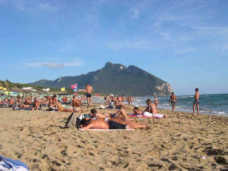 Sabaudia_spiaggia_e_promontorio_del_circeo