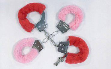 fuzzy-handcuffs-LONDON0516