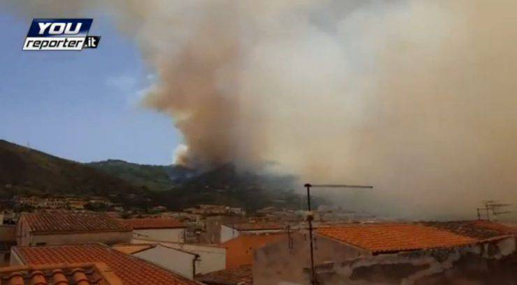 Incendio a Cefalù (Foto YouReporter.it)